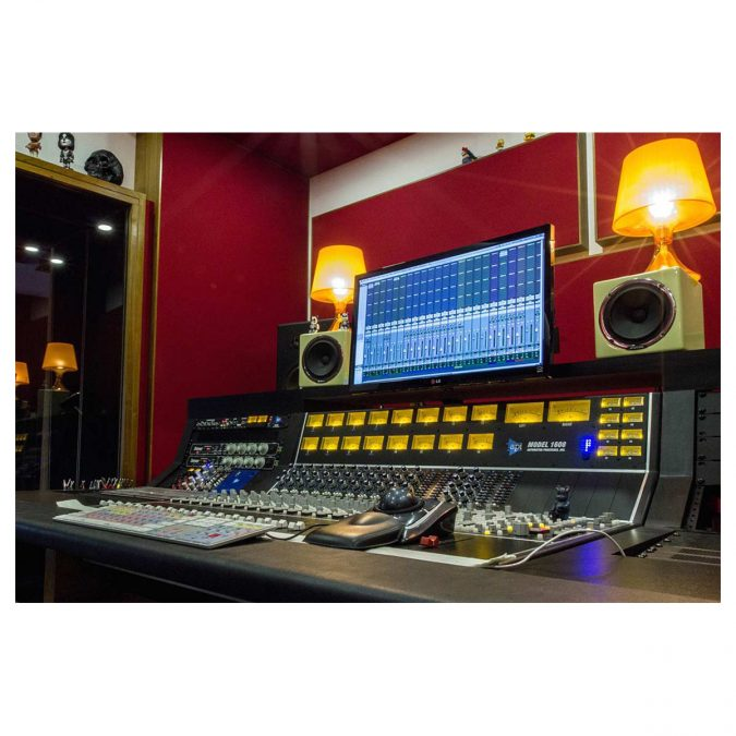 API 1608 16-Channel Recording Console Frame No EQ's (Discontinued)